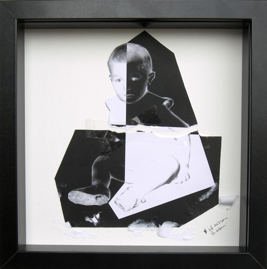 Un bambino in bianco e nero