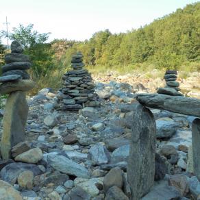 omaggio al fiume Orba mediante stone balance