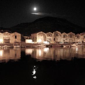 Bosa, chiar di luna sul fiume Temo