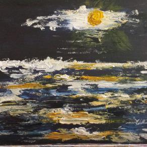 Luna gialla e mare in tempesta
