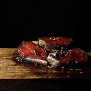 Naturaleza muerta tres filetes de salmón