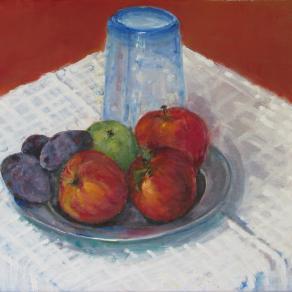 Bicchiere blu e frutta