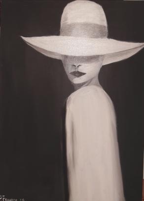 Donna con cappello bianco